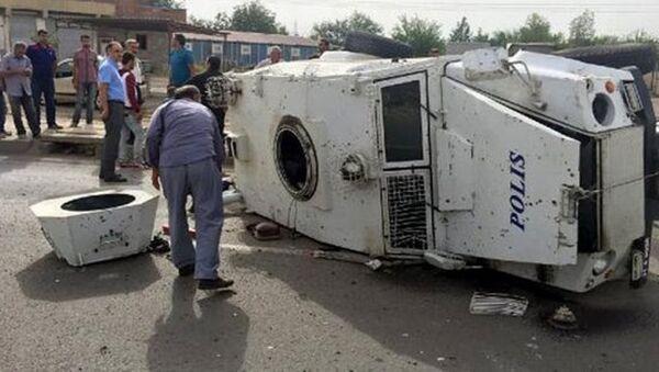 Silopi'de zırhlı araç devrildi. Olayda 8 polis yaralandı. - Sputnik Türkiye
