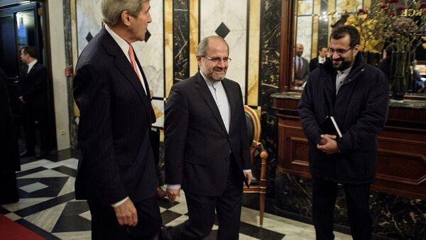 ABD Dışişleri Bakanı John Kerry, Viyana'daki Suriye görüşmeleri öncesinde İran Dışişleri Bakanı Muhammed Cevad Zarif  ile bir araya geldi. - Sputnik Türkiye