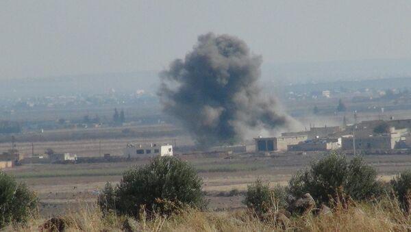 Koalisyon uçaklarından IŞİD'e hava harekatı - Sputnik Türkiye