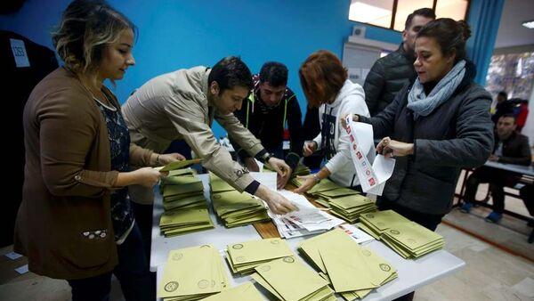 İstanbul'da oy sayım işlemine başlandı - Sputnik Türkiye