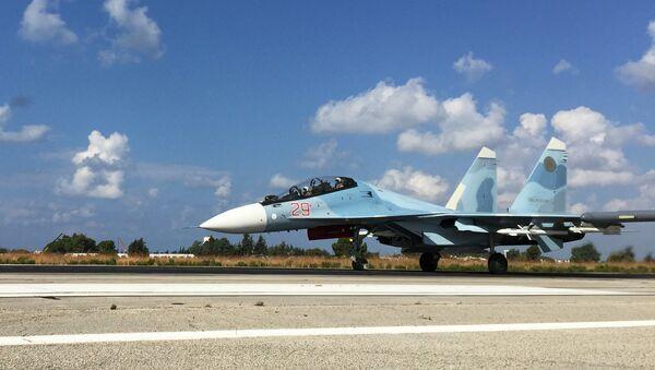 Lazkiye'deki Hmeimim Hava Üssü'ndeki Rus jetleri - Sputnik Türkiye