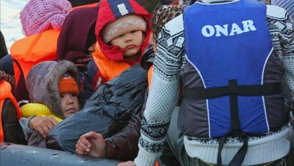 Göçmenlerin Ege'de tehlikeli yolculuğu - Sputnik Türkiye