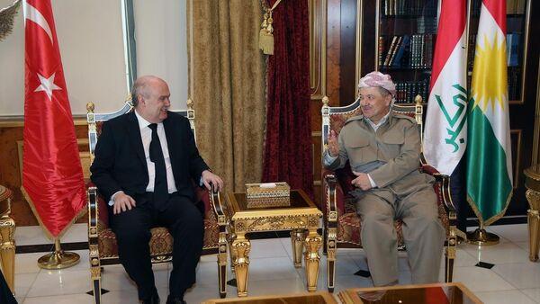 Dışişleri Bakanı Feridun Sinirlioğlu, Irak Kürt Bölgesel Yönetimi Başkanı Mesut Barzani ile Erbil'deki Başbakanlık binasında bir araya geldi. - Sputnik Türkiye