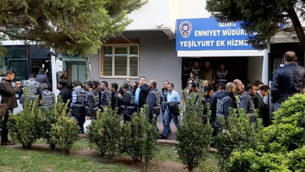 İzmir merkezli 'Paralel Devlet Yapılanması' operasyonu - Sputnik Türkiye