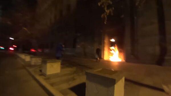Performans sanatçısı FSB'nin kapısını yaktı - Sputnik Türkiye