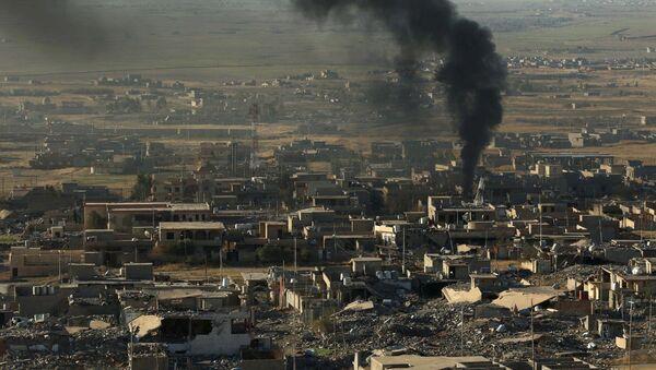 Irak'ın kuzeyindeki Sincar şehrinde ABD hava saldırılarının sonuçları. - Sputnik Türkiye