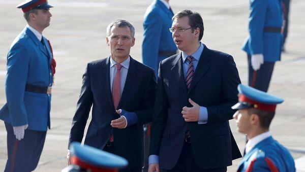 NATO Genel Sekreteri Jens Stoltenberg ve Sırbistan Başbakanı Aleksandr Vuçiç - Sputnik Türkiye