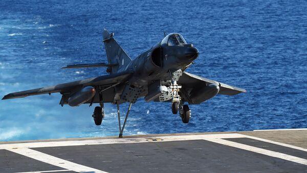 Fransız uçak gemisi Charles de Gaulle Akdeniz'de - Sputnik Türkiye