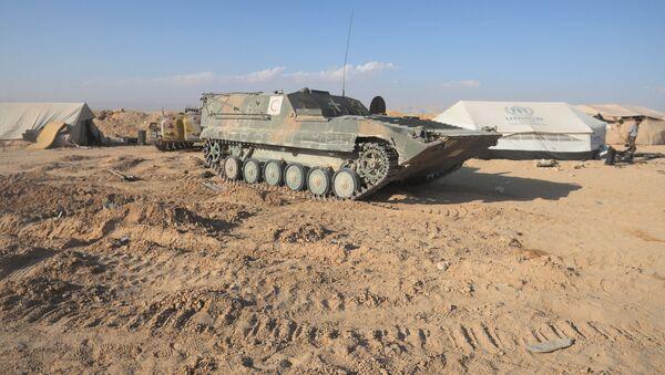 Suriye ordusunun yaralıları taşımak için kullandığı zırhlı piyade aracı. - Sputnik Türkiye