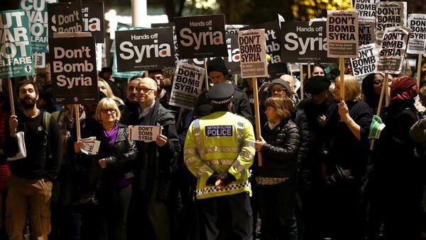 İngiltere Suriye protestosu - Sputnik Türkiye
