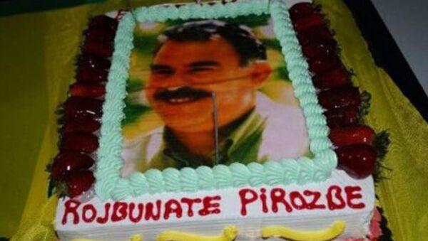 Öcalan resimli doğum günü pastası nedeniyle 3 sanığa 5'er yıl hapis istendi. - Sputnik Türkiye