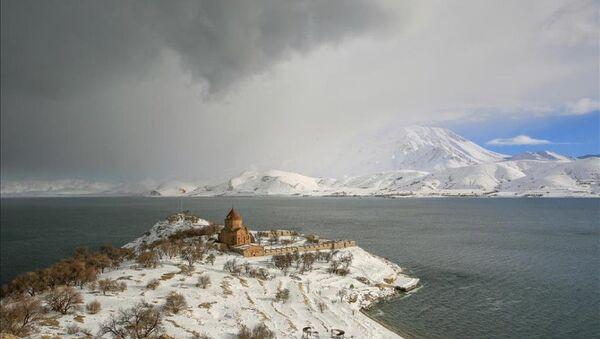 Akdamar adasında kış güzelliği - Sputnik Türkiye