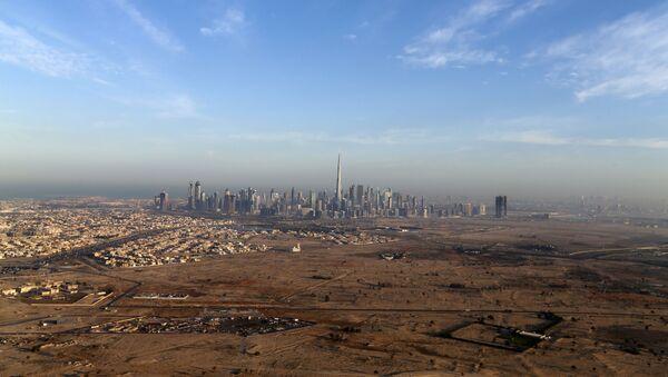 Birleşik Arap Emirlikleri'nin en büyük kenti Dubai'ye kuşbakışı. - Sputnik Türkiye