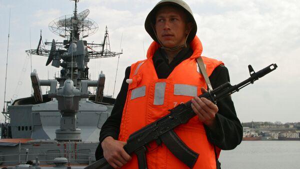 Rusya'nın Karadeniz donanmasında bir asker - Sputnik Türkiye