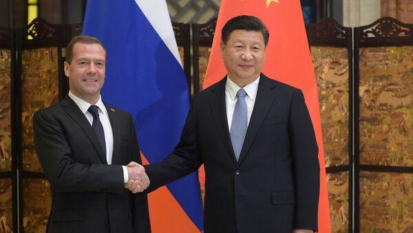 Rusya Başbakanı Dmitriy Medvedev ve Çin Devlet Başkanı Şi Cinping - Sputnik Türkiye