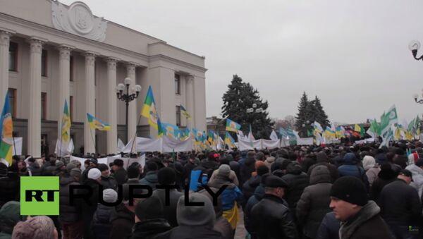 Ukrayna'da muhalefet, Noel ağaçlarına kesik inek başları astı - Sputnik Türkiye
