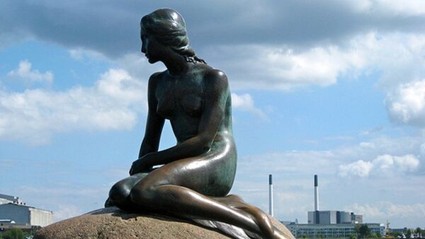 Danimarka'nın simgesi Kopenhag Limanı'ndaki ''Küçük Deniz Kızı' heykeli - Sputnik Türkiye