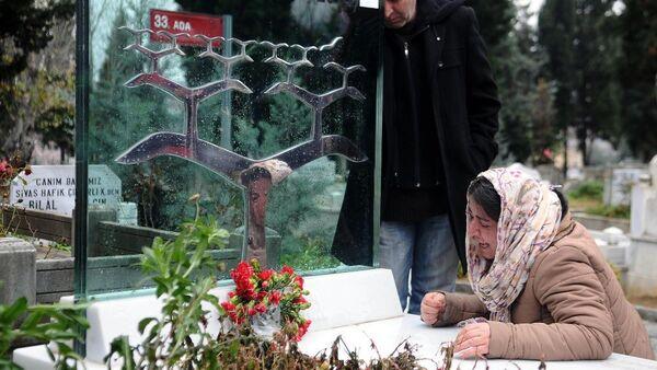 Berkin Elvan mezarı başında anıldı - Sputnik Türkiye