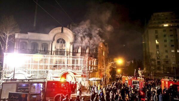 Suudi Arabistan'ın Tahran Büyükelçiliği ateşe verildi - Sputnik Türkiye
