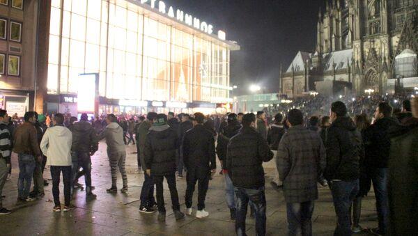 Çok sayıda kadın, Köln'deki yılbaşı kutlamalarında cinsel saldırıya uğradıklarını söyleyerek polise başvurdu - Sputnik Türkiye