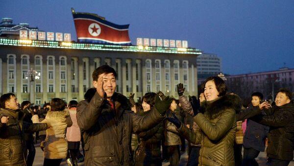 Kuzey Koreliler hidrojen bombası kutlama - Sputnik Türkiye