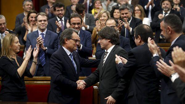 Katalonya parlamentosu / Artur Mas - Carles Puigdemont - Sputnik Türkiye