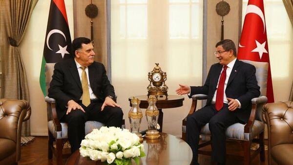 Başbakan Ahmet Davutoğlu, Çankaya Köşkü'nde, Libya Ulusal Birlik Hükümeti Başbakanı Fayez Al-Sarraj ile bir araya geldi. - Sputnik Türkiye
