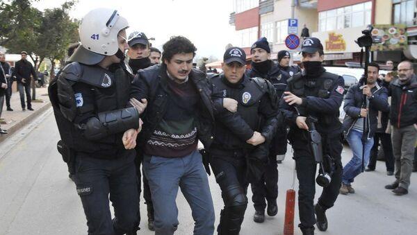 Kocaeli'nde akademisyenler gözaltına alındı. - Sputnik Türkiye