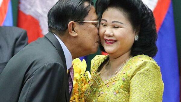 Kamboçya Başbakanı Hun Sen ve eşi Bun Rany - Sputnik Türkiye