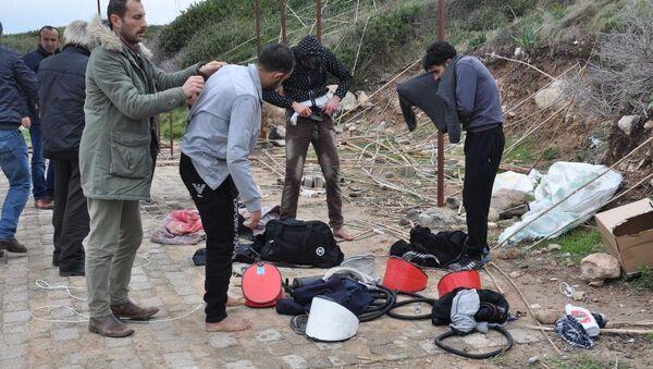 Ege'de Suriyeliler 5 arkadaşlarını bottan attı - Sputnik Türkiye