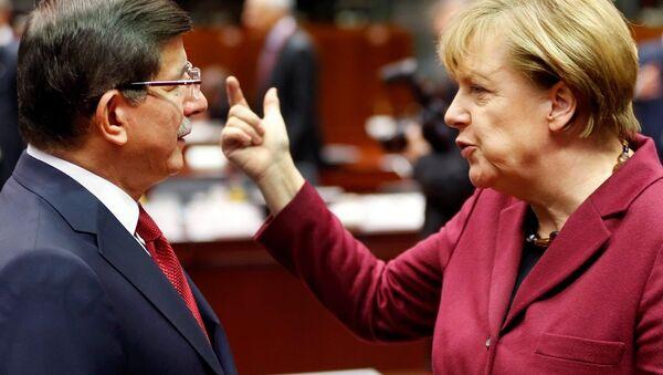 Türkiye Başbakanı Ahmet Davutoğlu- Almanya Başbakanı Angela Merkel - Sputnik Türkiye