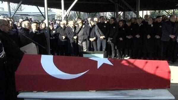 Kamer Genç son yolculuğuna uğurlandı - Sputnik Türkiye