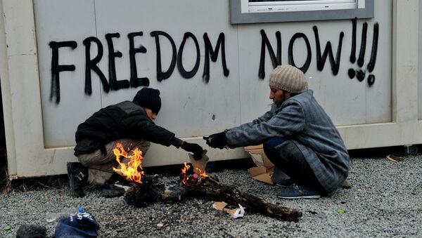 Yunanistan'ın sınır köyü İdomeni'de Makedonya'ya geçmek için bekleyen sığınmacılar - Sputnik Türkiye
