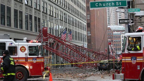 New York'ta inşaat vincinin devrimesi sebebiyle bir kişi hayatını kaybetti. - Sputnik Türkiye