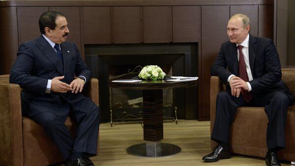 Vladimir Putin ve Bahreyn KralıHamad bin Isa El Halife - Sputnik Türkiye
