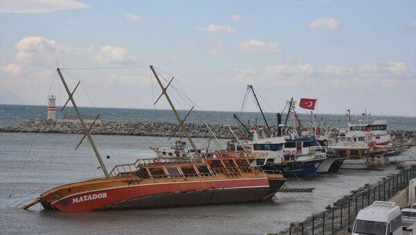 Kuşadası'nda fırtına - Sputnik Türkiye