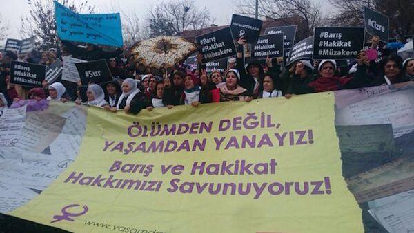 'Barış İçin Kadın Girişimi' Diyarbakır'a ulaştı - Sputnik Türkiye