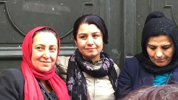 YPJ komutanlarından Nesrin Abdullah (ortada) - Sputnik Türkiye