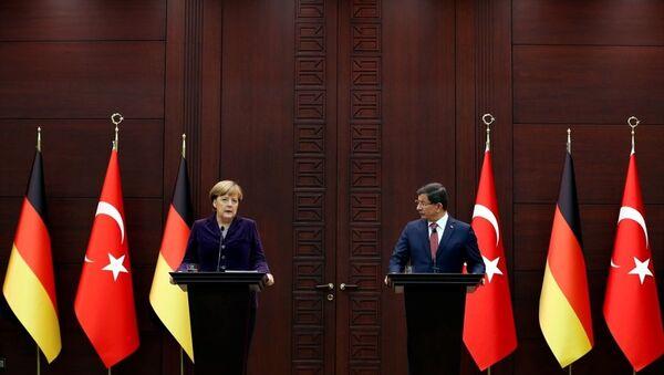 Başbakan Ahmet Davutoğlu, resmi ziyaret için Türkiye'de bulunan Almanya Başbakanı Angela Merkel ile Çankaya Köşkü'nde bir araya geldi. - Sputnik Türkiye
