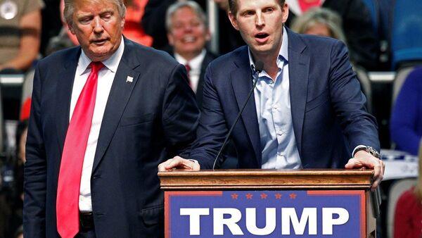 ABD'de Cumhuriyetçi Parti başkan adaylarından Donald Trump ve oğlu Eric Trump - Sputnik Türkiye