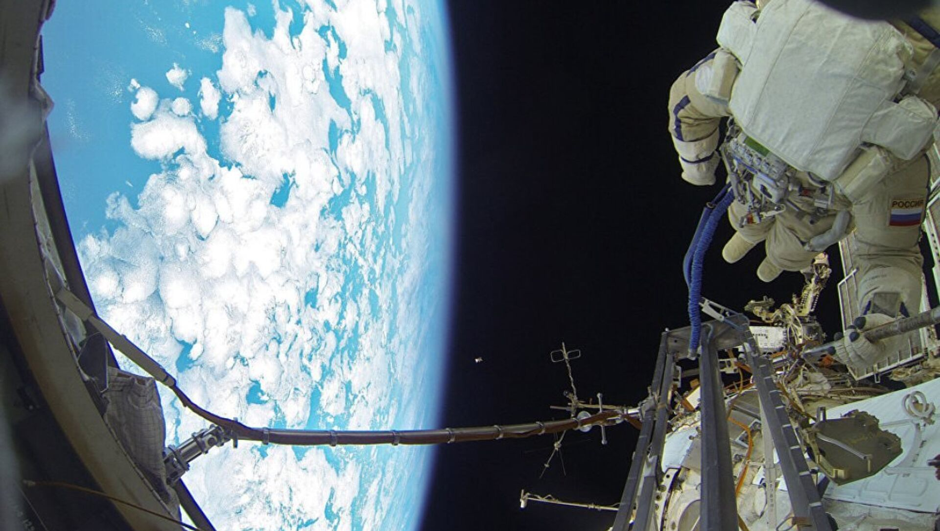 Uzayda restorasyon çalışmaları - Sputnik Türkiye, 1920, 06.03.2021
