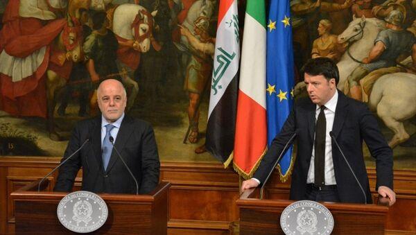 Resmi temaslar için Roma'da bulunan Irak Başbakanı Haydar el-İbadi (solda), İtalya Başbakanı Matteo Renzi (sağda) ile başbakanlık sarayı Chigi'de görüştü. - Sputnik Türkiye