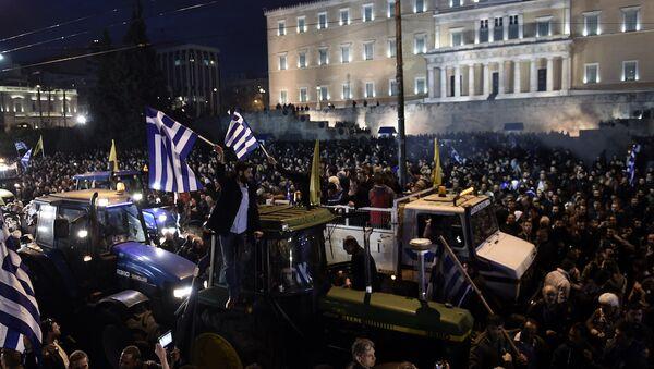 Yunan çiftçilerin eylemleri devam ediyor, traktörler Atina sokaklarında - Sputnik Türkiye