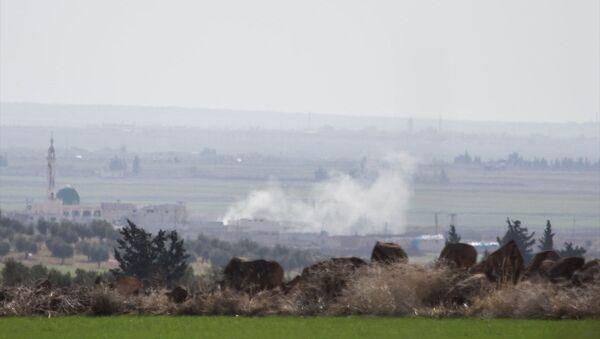 TSK'nın Kilis sınır hattında konuşlu birliklerinden Fırtına obüsleriyle, Halep'e bağlı Azez ilçesindeki PYD/PKK hedeflerine gerçekleştirilen top atışları devam ediyor. - Sputnik Türkiye
