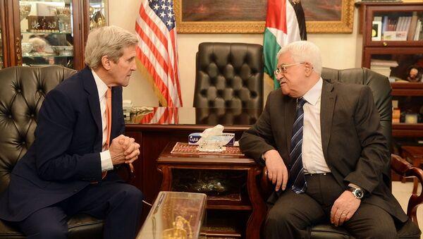 ABD Dışişleri Bakanı John Kerry - Filistin Devlet Başkanı Mahmud Abbas - Sputnik Türkiye