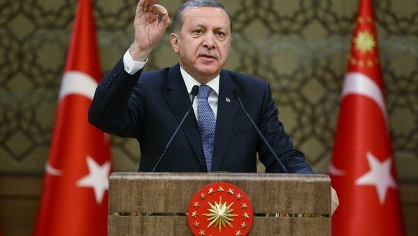 Cumhurbaşkanı Recep Tayyip Erdoğan, Cumhurbaşkanlığı Külliyesi'nde Antalya, Amasya, Ankara, Bolu, Gaziantep, İstanbul, Kahramanmaraş, Muğla, Niğde, Sakarya ve Şanlıurfa'dan gelen muhtarlarla bir araya geldi. - Sputnik Türkiye