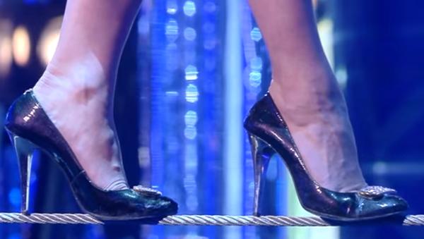 Rus kadın cambaz topuklu ayakkabıyla rekor kırdı - Sputnik Türkiye