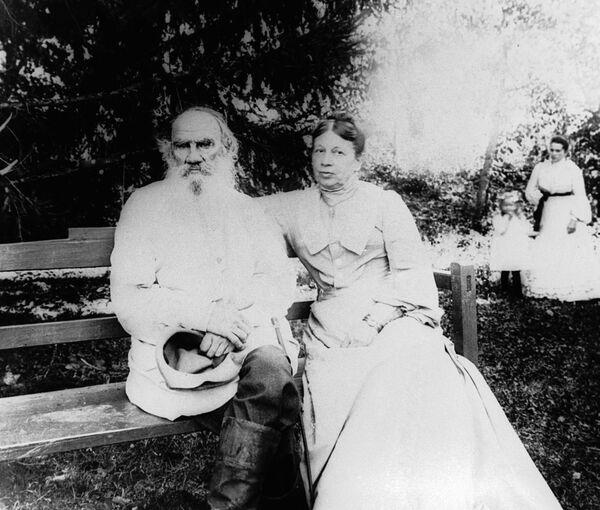 Lev Tolstoy ve eşi Sofya Tolstoya - Sputnik Türkiye