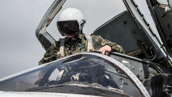 Rus pilotlar Hmeymim hava üssünde - Sputnik Türkiye