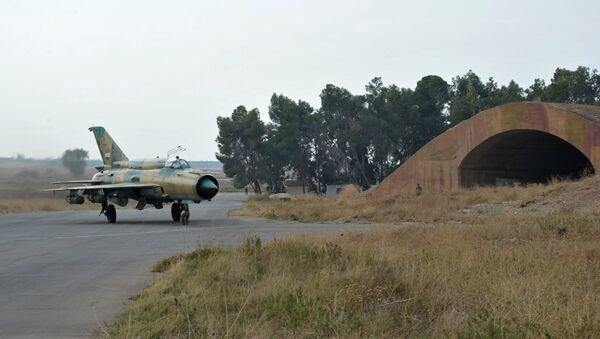 Suriye ordusuna ait MiG-21 savaş uçağı - Sputnik Türkiye